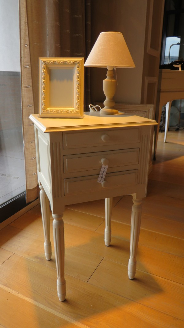 3-drawers night stand - Outlet